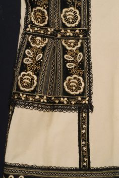 Detail from a Greek bridal costume (Ελληνική νυφική φορεσιά) with sigoúni (sleeveless woollen coat): Vertical embroidery of the back, from the height of the waist to the bottom. Typical of Attica region. Folk Costume, Costumes, Greek Traditional Dress, Historical Clothing, In The Heights, Folk Art, Weaving, Embroidery, Boho