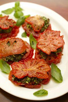 Heirloom Tomato Napoleon - Safkaa isille | Keittiökameleontti