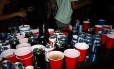 House Party Aesthetic Ideas - - House Party Aesthetic Ideas ✧ i'm a mess, i'm a wreck, i do what i do best House Party Aesthetic Ideen High School Parties, Frat Parties, College Parties, Party Drinks, Party Snacks, Party Recipes, House Party Outfit, Alcohol Aesthetic, Partying Hard