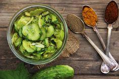 Okurky nakrájíme na kolečka, cibuli také, osolit, nechat 2 hodiny odstát. Okurky pustí vodu, vymačkáme a nalijeme nálev který jsme... 20 Min, Preserves, Pickles, Sprouts, Paleo, Food And Drink, Vegetables, Diet, Preserve