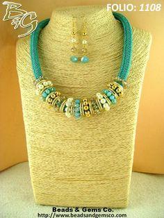 collar-cordon-trenzado-aqua-y-cristales Rope Jewelry, Jewelry Crafts, Jewelry Art, Beaded Jewelry, Jewelry Necklaces, Fashion Jewelry, Handmade Necklaces, Handmade Jewelry, Colar Fashion