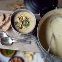 Cauliflower, pear & blue cheese soup could be adapted to suit Gut Makeover Phase 2 Soup Recipes, Vegetarian Recipes, Cooking Recipes, Cheese Soup, Cauliflower Recipes, Blue Cheese, Soup And Salad, Soups And Stews, Food And Drink