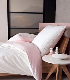 Die Wendebettwäsche »Benice« von Janine mit Punkten und Streifen begeistert mit einem ebenso dezenten wie geschmackvollen Design. In natürlich schöner Qualität gefertigt, überzeugt sie dabei ebenso durch ihre praktischen Eigenschaften. Die Bettgarnitur ist nach Öko-Tex®-Standard 100 zertifiziert und besonders angenehm auf der Haut