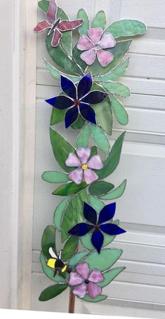 Stained Glass Ornaments, Stained Glass Flowers, Stained Glass Designs, Stained Glass Projects, Stained Glass Patterns, Stained Glass Art, Stained Glass Windows, Mosaic Flowers, Mosaic Patterns