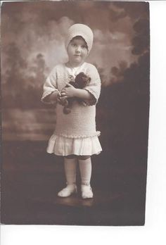 1918 Antique PHOTO Little GIRL w/TEDDY BEAR Old Teddy Bears, Antique Teddy Bears, Bear Photos, Antique Photos, Vintage Love, Little Girls, History, Disney Princess, Antiques