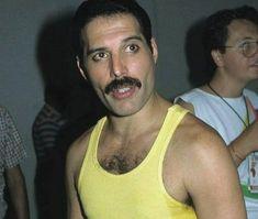 👑 Freddie The King Mary Austin Freddie Mercury, Queen Freddie Mercury, Brian Rogers, Somebody To Love, Queen Band, Rock And Roll, Tank Man, King, Celebrities