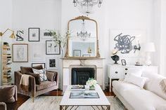 When homeowners invite guests and company into their home typically the first thing that visitors see is the living room, or family room, of the house. Unless there is a foyer before the living roo… Home Living Room, Apartment Living, Living Room Designs, Living Room Decor, Living Spaces, Apartment Therapy, Chicago Apartment, Living Area, Studio Living