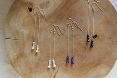 bijoux fin de créatrice , boucles d'oreilles en argent massif avec perles de verre facettées .