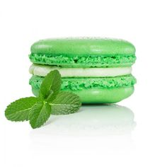 These delicious Mint Julep Macarons, made with Maker's Mark, are a great snack for those guests that want a little sweet treat at your #Derby party. Made by @Dana'sBakery.