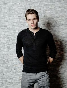 Name: Logan Jackson. Age: Powers: Can control water and fire. Dominic Sherwood Shadowhunters, Shadowhunters Tv Show, Shadowhunters The Mortal Instruments, Jace Lightwood, Taylor Swift Videos, Matthew Daddario, Clace, City Of Bones, Shadow Hunters