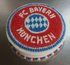 Maybe I can convince my mom to get me ones of these next time I go to Germany! FC Bayern Muenchen themed Soccer Cake for Birthday - Heiko