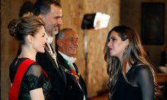 La periodista y su marido, Iker Casillas, fueron invitados a la cena de gala que el Presidente de la República portuguesa ofreció a los Reyes de España