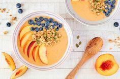 Ízletes smoothie bowl, amely feltölti a szervezet vitaminraktárait, és felpörgeti az anyagcserét. Stevia, Smoothie Bowl, Smoothies, Parfait, Cantaloupe, Fruit, Food, Watermelon Sorbet, Flourless Chocolate
