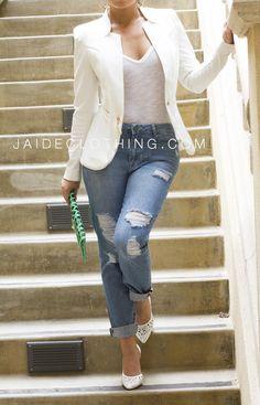 Boyfriend Ripped High Waisted Denim Jeans Miami Fashion, Daily Fashion, Love Fashion, Womens Fashion, Ripped Boyfriend Jeans Outfit, Ripped Jeans, High Waisted Denim Jeans, Lil Black Dress, Queen