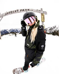 Snowboard Girls Snowboard Women Snowboard Outfit Snowboard Equipment Women – Sport Photography – Winter Sports – Famous Last Words Best Snowboards, Burton Snowboards, Snowboarding Style, Snowboarding Women, Wallpaper Cross, Art Football, Mode Au Ski, Apres Ski Party, Snowboard Equipment