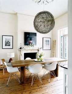 Farmhouse table + modern chairs = perfect