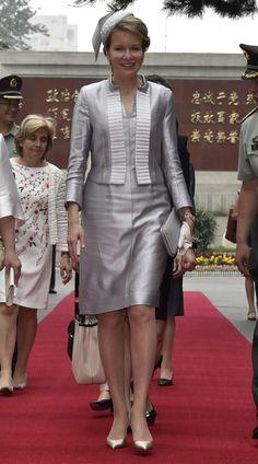 Reina Matilde de Bélgica Acto: Viaje Oficial a China Fecha: 25 de junio de 2015 Grises