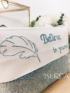 Pochette trousse brodée message Embroidery, quote Believe in yourself