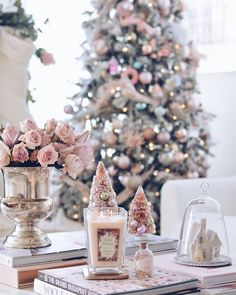 Here are the best Shabby Chic Christmas Decor ideas that'll give your room a romatic touch. From Pink Christmas Tree to Shabby Chic Christmas Ornaments etc Shabby Chic Christmas Ornaments, Vintage Pink Christmas, Shabby Chic Christmas Decorations, Pink Christmas Tree, Decoration Christmas, Christmas Hearts, Christmas Room, Christmas Tablescapes, Christmas Mantels