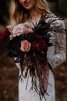 36 Fall Wedding Bouquets For Autumn Brides ❤ fall wedding bouquets burgundy bouquet roses Fall has perhaps the greatest palette for your wedding flowers! See our gallery of fall wedding bouquets for more inspiration! Burgundy Bouquet, Black Bouquet, Black Wedding Cakes, Black Wedding Decor, Burgundy Wedding Flowers, Black Flowers, Fall Wedding Bouquets, Bridal Bouquets, Wedding Dresses