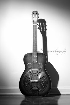 This guitar is called a dobro and it was my favorite guitar in my dads collection before he passed. What a great shot.