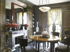 The dining room of designer David Kleinberg's 1925 Upper East Side home features lacquered chinoiserie wall panels and large mirrors behind the fireplace. Traditional Dining Rooms, Wooden Ceilings, New York, Interior Decorating, Interior Design, David, Transitional Decor, Fireplace Design, Beautiful Interiors
