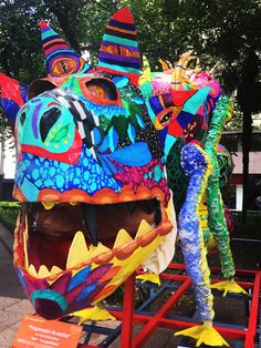 """One of 'Los Guardianes' of Mexico City — special to us because at Eu2Be we urge you to """"Be the Guardian"""" of what's precious, starting with your skin. Los Alebrijes are brightly colored Oaxacan-Mexican folk art sculptures of fantastical creatures. #BetheGuardian #traveltuesday #instatravel #travel #méxico #mexicocity #mexico #mexicodf #df #oaxaca #mexicanculture"""