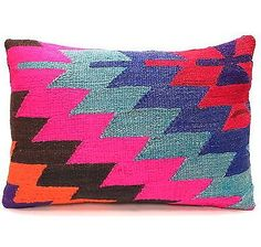 7 Colorful Throw Pillows To Decorate A Home