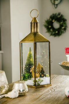 A great holiday terrarium tells a story, and Brandi Milloy has set the scene with three terrariums that express your personal Christmas style. Modern Christmas, Christmas Home, Merry Christmas, Christmas Crafts, Christmas Ideas, Terrarium Centerpiece, Terrarium Diy, Terrarium Wedding, Snowman Christmas Ornaments