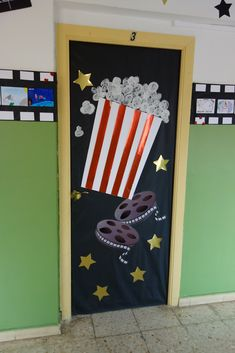 Deco Cinema, Cinema Party, Movie Party, Movie Decor, Movie Themes, School Decorations, School Themes, Classroom Door, Classroom Themes