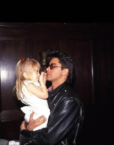 John Stamos (Uncle Jesse) and Ashley Olsen (Michelle Tanner) behind the scenes of Full House. Pepe Le Pew, Perfect People, Beautiful People, Tio Jesse, The Paperboy, Michelle Tanner, Paddy Kelly, John Stamos, Thing 1