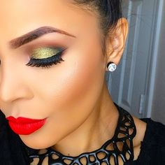 wow i love the two shades that are used the yellowy and green shades work really well together.