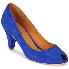 Sea cual sea tu look, combinará perfectamente con estos zapatos de tacón Eve de Emma Go. Este modelo resalta por su color de moda azul y su corte en piel. Cada detalle es trabajado con precisión, desde su tacón de 8 cm, hasta la suela en cuero. La marca prefiere utilizar un forro en cuero y una plantilla en cuero.