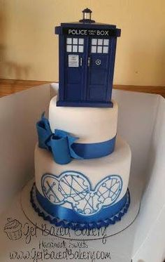 Doctor Who birthday cake with Gallifreyan writing