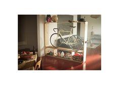 21 Creative Indoor Bike Storage Ideas For Space Saving Source by nomadicshoes book Bike Storage Ikea, Bike Storage Apartment, Indoor Bike Storage, Bicycle Storage, Bicycle Rack, Bicycle Decor, Apartment Ideas, Ikea Shelves, Storage Shelves