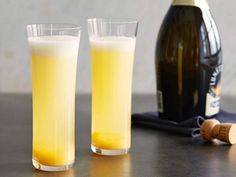 Fresh Peach Bellinis recipe from Ina Garten via Food Network Champagne Cocktail, Cocktail Drinks, Fun Drinks, Cocktail Recipes, Alcoholic Drinks, Margarita Recipes, Sparkling Wine, Party Drinks, Summer Drink Recipes