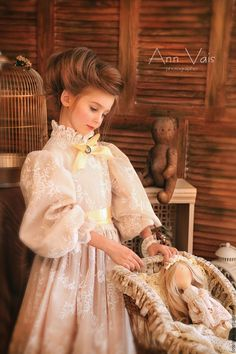 Fabulous Outfit Ideas To Finish This Winter With Style Little Girl Dresses, Girls Dresses, Flower Girl Dresses, Little Fashionista, Young Fashion, Historical Costume, Birthday Dresses, Beautiful Children, Little Princess