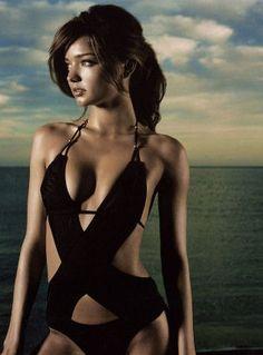 Miranda Kerr,lovely bathing suit