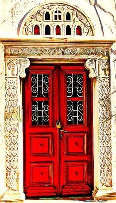 Old red door beautiful 47 trendy ideas Door Entryway, Entrance Doors, Doorway, Cool Doors, Unique Doors, Home Architecture Styles, Door Handles, Door Knobs, Myconos