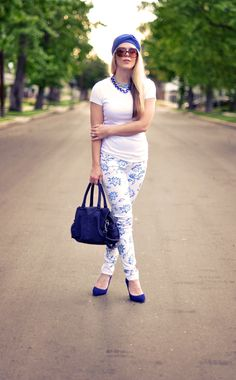 new floral print jeans-turban-white and blue Pretty Outfits, Cute Outfits, Pretty Clothes, Only Jeans, Print Jeans, Skirt Pants, White Jeans, Summer Outfits, Floral Prints