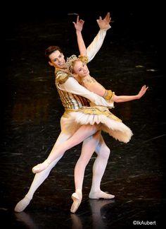 Germain Louvet et Léonore Baulac dans <i>Casse-noisette</i>. © IkAubert Human Art, Human Soul, Germain Louvet, Ballet Dance Photography, Male Ballet Dancers, Paris Opera Ballet, Ballet Barre, Ballet Photos, Beautiful Costumes