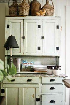 vignette design: Kitchen Cabinets vs. Open Shelves and the Art of Display