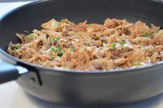 Vitkål- & köttfärspanna Food For The Gods, Lchf, Food And Drink, Rice, Ethnic Recipes, Bacon, Prom Dresses, Meat, Inspiration