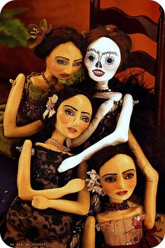 These are some of the most beautiful handmade dolls I have ever seen! I love her Dia de Los Muertos collection!