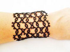 Bracelet noir en dentelle frivolite, tatting, style gothique, victorienne , rocker