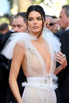 Kendall Jenner Kendall Jenner Goes Braless Again. (Photos) Kendall Jenner, rocked another high-risk outfit on the red carpet f. Kendall Jenner, Bruce Jenner, Kris Jenner, Kendall And Kylie, Sexy Outfits, Glamour, Fashion Week, Malta, Pretty Woman