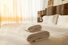 Egy szálloda mosónőjé mondta el a titkot: ezt kell a törölközők mellé önteni mosás előtt - Blikk Rúzs Household, Bed, Furniture, Home Decor, Health, Decoration Home, Stream Bed, Room Decor, Health Care
