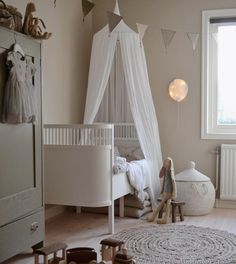 Wow, how amazing is this kidsroom?! 😍 - numero74 - Paperlight White Balloon - Canapy