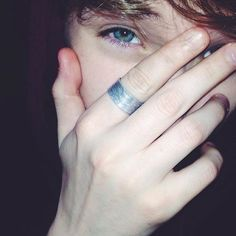 Cute Emo Boys, Hot Boys, Girls Dp Stylish, Swag Boys, Boys Dpz, Poses, Tumblr Boys, Guy Pictures, Handsome Boys