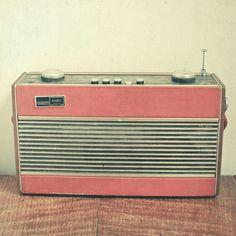 Listen to the Radio by _cassia_ on Flickr.